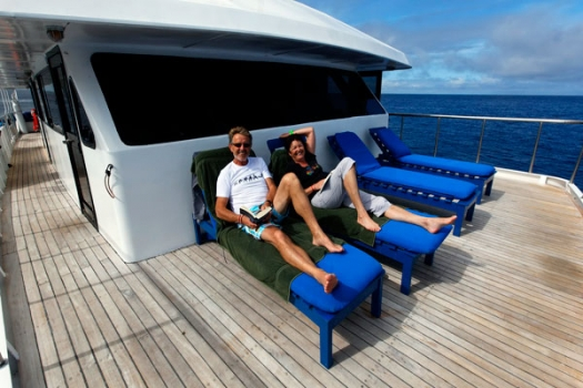 galapagos_master_sun_loungers_low_res